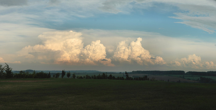 Panorama mohutného cumulonimbu, 19:34 - autor: