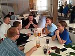 Diskuze vmístní restauraci - autor: Jan Drahokoupil