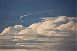 Letadlo zřejmě oblétávající bouřku - autor: Jan Drahokoupil