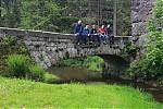 Společná fotka na starém mostě - autor: Jan Drahokoupil