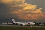 Nasvícená oblačnost nad Prahou polhedem přes letiště - autor: Jan Drahokoupil