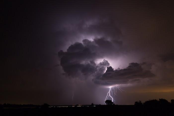 Větvený CG blesk na zadní straně bouřky - autor: Jan Drahokoupil