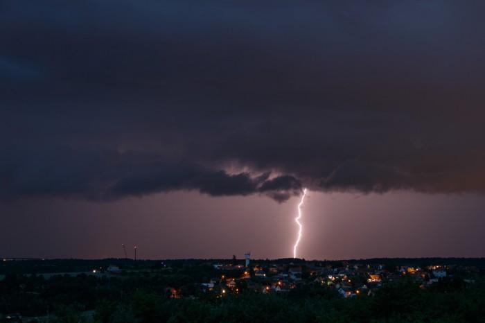 CG blesk a trhající se shelf cloud - autor: Jan Drahokoupil
