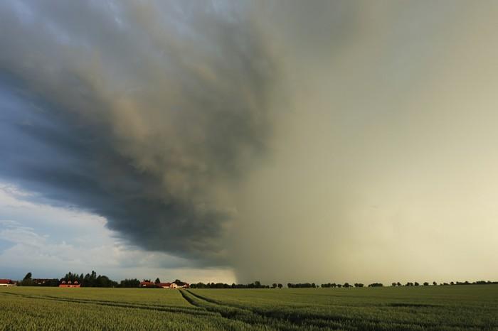 Bouřka nad letištěm Ruzyně - autor: Jan Drahokoupil