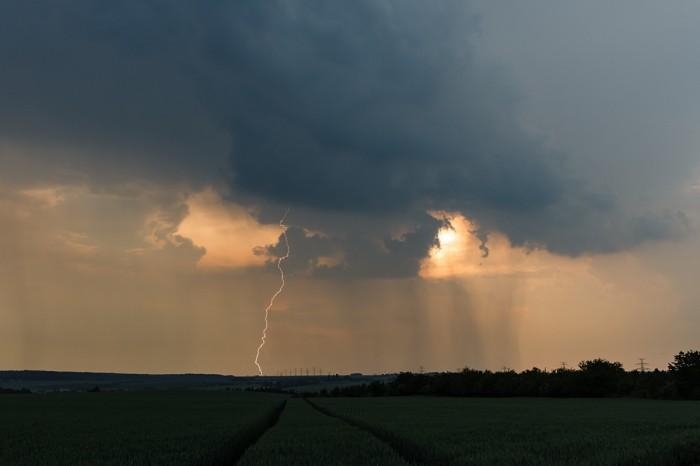 CG blesk proti západu slunce I- autor: Jan Drahokoupil