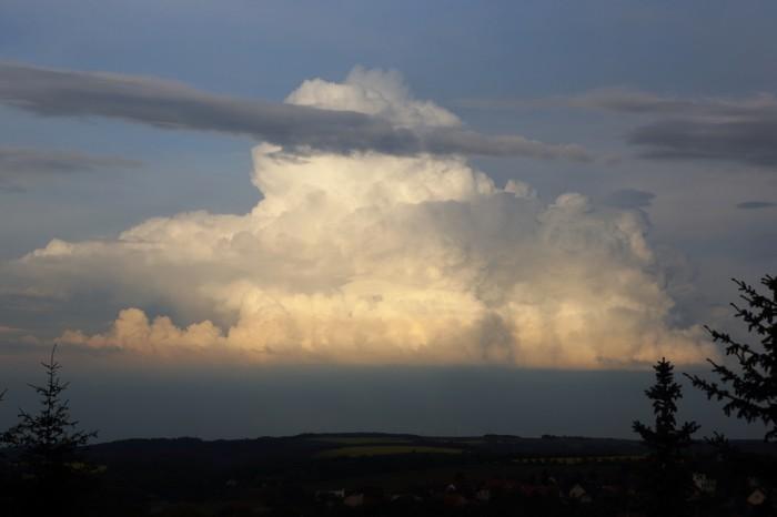 Cumulus congestus na východě - autor: Jan Drahokoupil