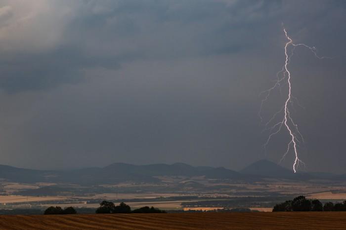 Větvený CG blesk uMilešovky - autor: Jan Drahokoupil