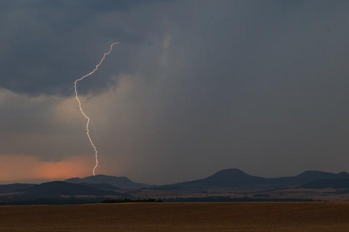 CG blesk nad Středohořím V- autor: Jan Drahokoupil