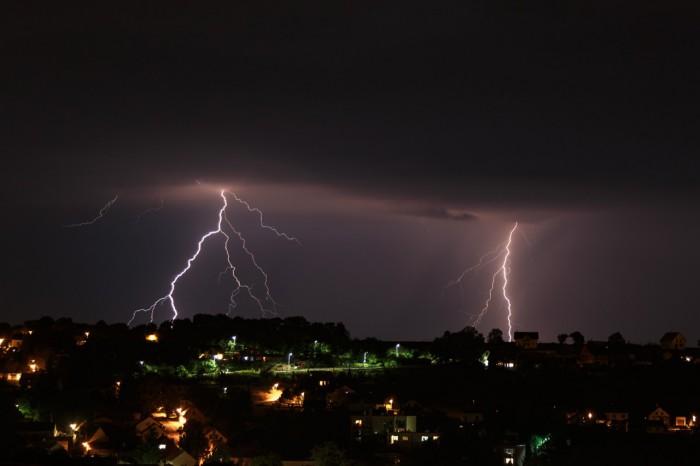 Noční blesky za Brandýskem - autor: Jan Drahokoupil
