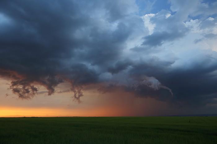 Čelo bouře spodivnými cáry a la tromba - autor: Jan Drahokoupil