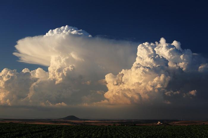 Dvě jádra bouří spřestřelujícím vrcholem - autor: Jan Drahokoupil