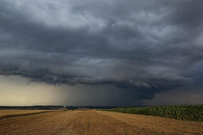 Nečekaný shelf cloud nad Slaným II - autor: Jan Drahokoupil