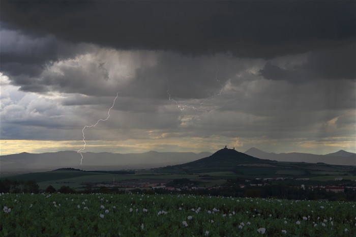 Bouřka nad Hazmburkem - autor: Jan Drahokoupil