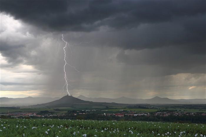 CG blesk za Hazmburkem - autor: Jan Drahokoupil