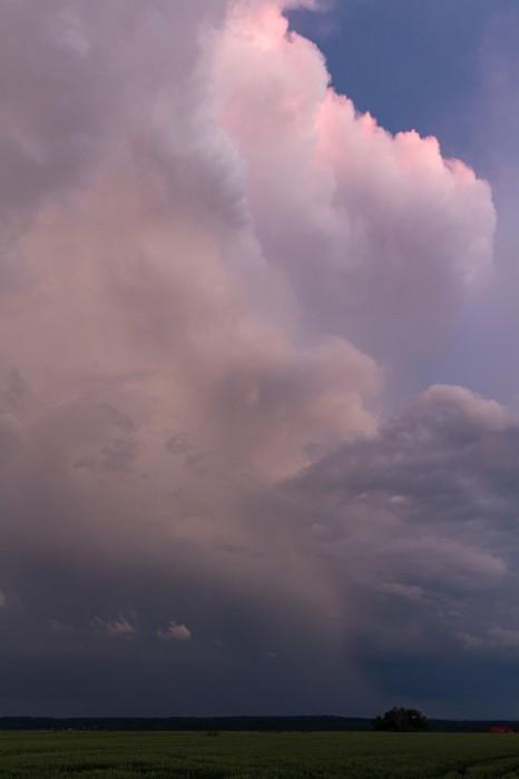 Zbytkovým světlem nasvícená hrana bouře - autor: Jan Drahokoupil