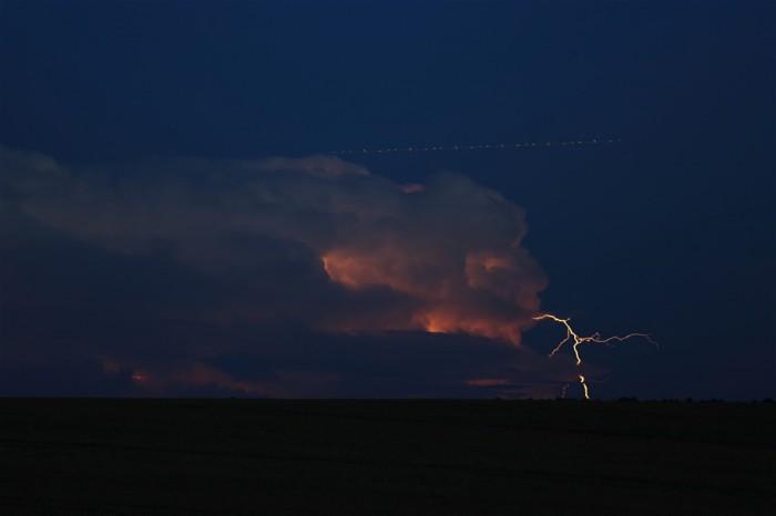 Výboj mimo mrak na vzdálené bouřce - autor: Jan Drahokoupil