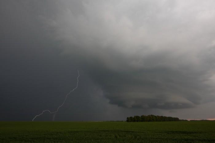 Bouře vzhledově připomínající supercelu is bleskem - autor: Jan Drahokoupil