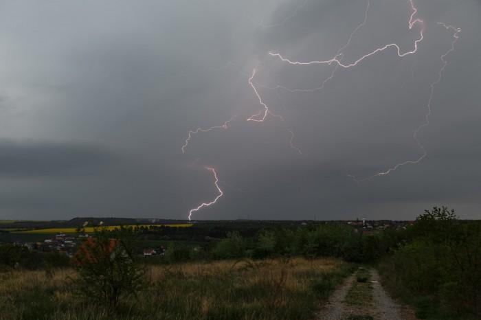 Komplikovaný blesk zakončený do země - autor: Jan Drahokoupil