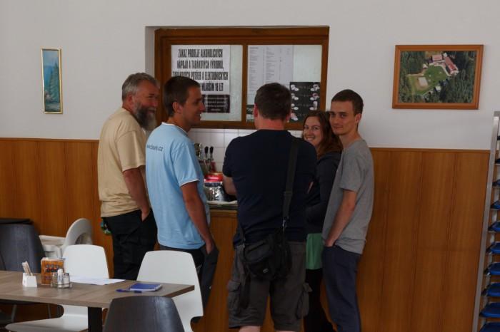 Žíznivé okénko bylo neustále obležené :-) - autor: Jan Drahokoupil