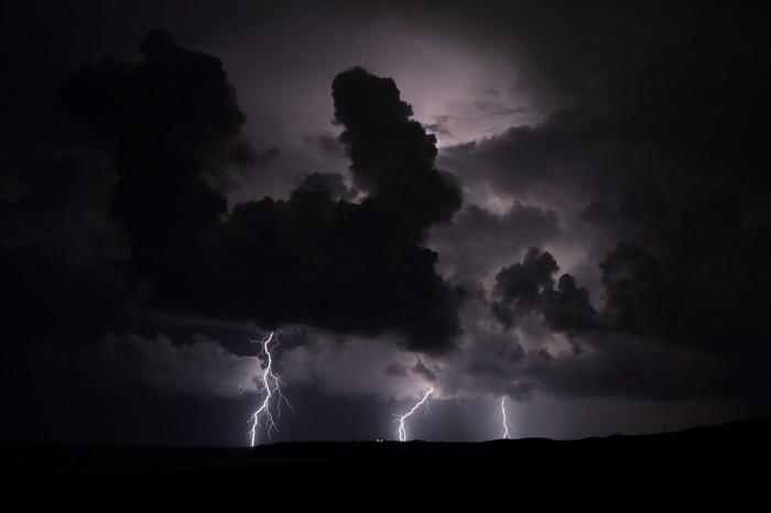 Nedaleká bouřka - autor: Jan Drahokoupil