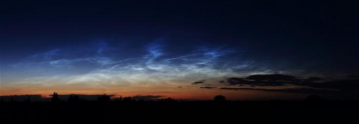 Panorama nočních svítících oblaků - autor: Jan Drahokoupil