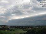 Pohled na shelf cloud přes webovou kameru ČHMÚ vHradci Králové - autor: Lukáš Ronge