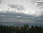 Pohled na shelf cloud přes webovou kameru ČHMÚ vPoděbradech - autor: Lukáš Ronge