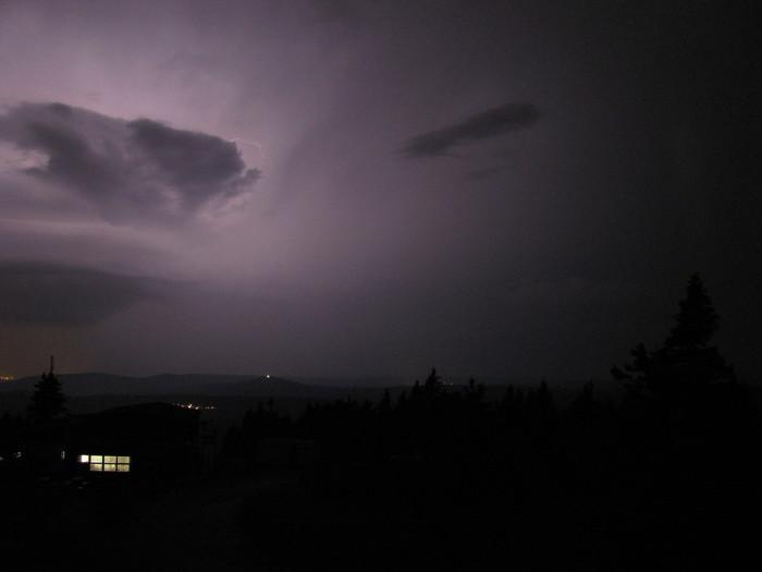 Noční supercela na kameře na Klínovci - autor: Lukáš Ronge
