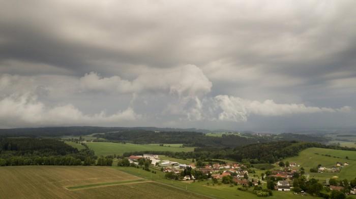 Rozpadající se Shelf-cloud - autor: Lukáš Ronge
