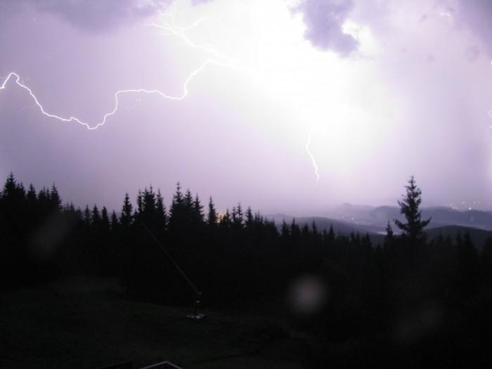 Blesk na webkameře zČerné hory - autor: Lukáš Ronge