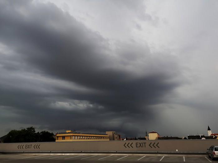 Zesilující shelf cloud - autor: Michal Geryk
