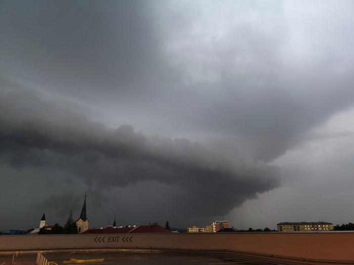 Bouřka se shelf cloudem - autor: Michal Geryk