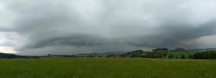 Shelf cloud Heřmaničky panorama - autor: Zbyněk Černoch