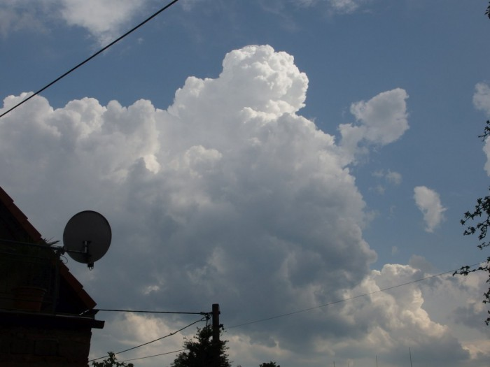 Rostoucí cumulus - autor: Tomáš Prouza