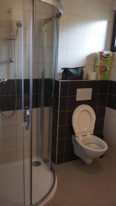 Rekonstruovaná toaleta a koupelna - autor: Tomáš Prouza