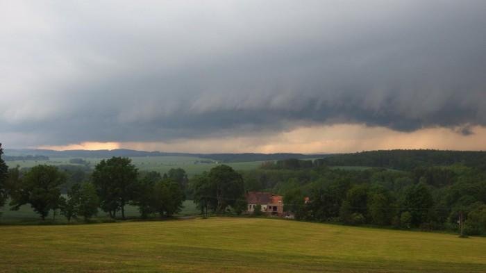 Shelf cloud pod Šelmberkem - autor: Tomáš Prouza