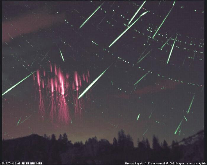 Red sprites a meteory zroje Perseid - autor: Martin Popek