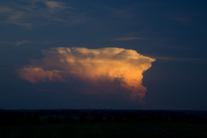 Večerní cumulonimbus vjižních Čechách - autor: Michal Janoušek