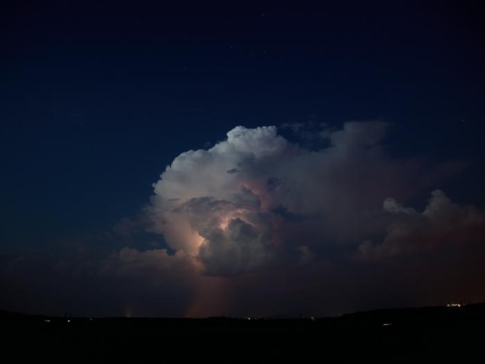 Pozápadní cumulonimbus svnitřním bleskem - autor: Michal Janoušek