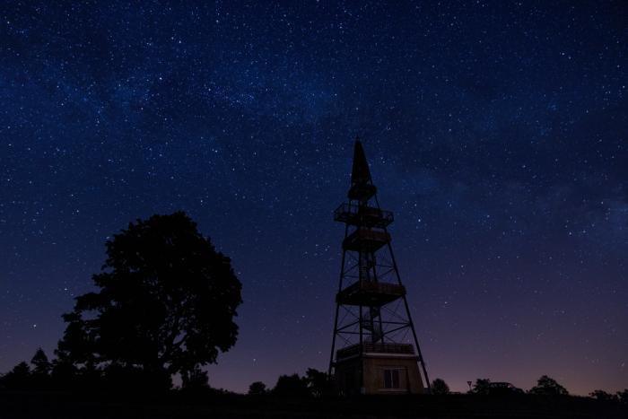 Rozhledna snoční oblohou - autor: Michal Janoušek