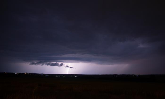 Vznikající shelf-cloud na nové bouřce - autor: Michal Janoušek