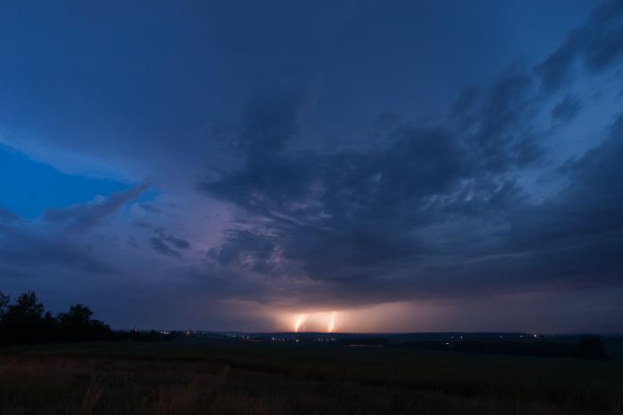 Ranní bouřka se dvěma blesky - autor: Michal Janoušek