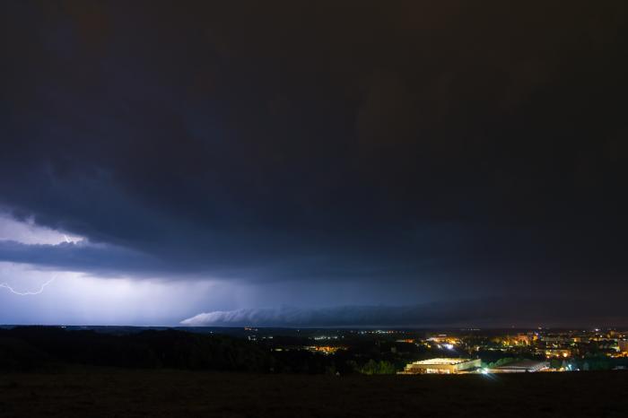 Roll-cloud silné noční bouřky - autor: Michal Janoušek