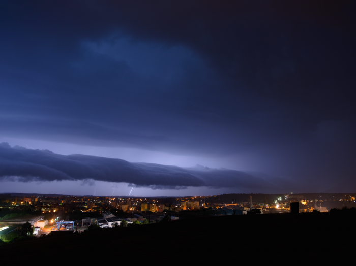Roll-cloud noční bouřky - severní část - autor: Michal Janoušek
