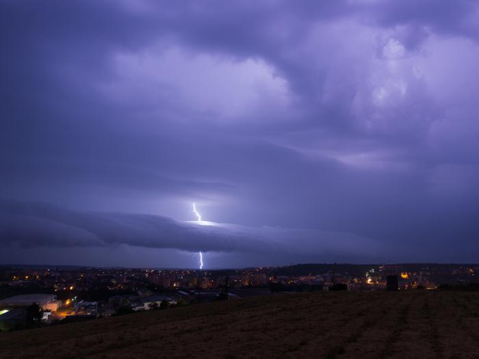 Roll-cloud zasažený bleskem vlastní bouřky - autor: Michal Janoušek