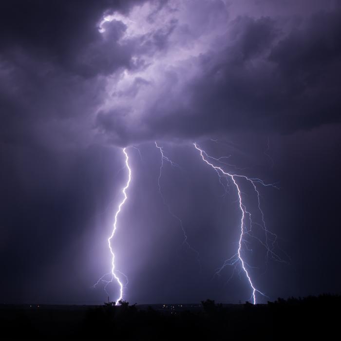 Dvojice CG blesků nové noční bouřky - autor: Michal Janoušek