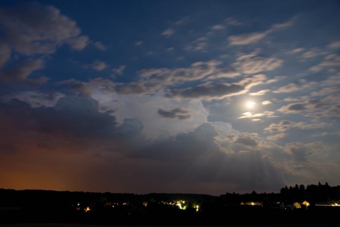 Noční bouřka spodezřelou základnou - autor: Michal Janoušek