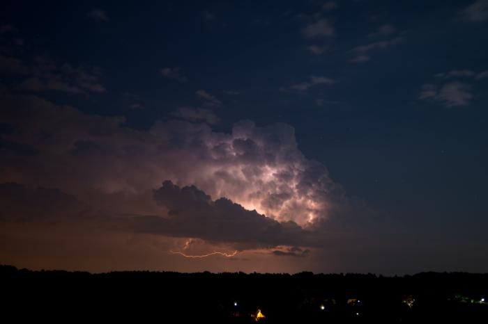 Odstupující noční bouřka svnitřním bleskem - autor: Michal Janoušek