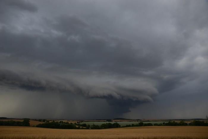 Impozantní čelo jinak běžné bouřky I- autor: Michal Janoušek