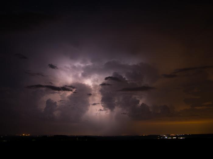 Odcházející bouřka sCC blesky - autor: Michal Janoušek